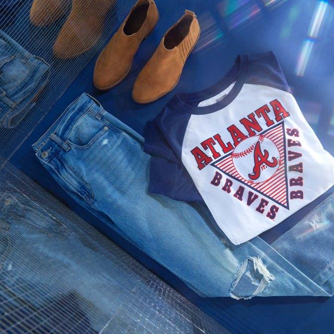 AE Mom Jeans & Tailgate MLB T-Shirt